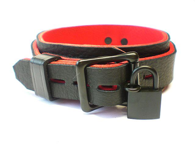 lockable w/padlock - black bison w/red bullhide