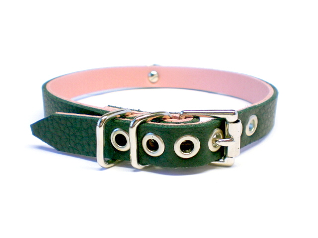 buckle view - soft black w/pink inlay