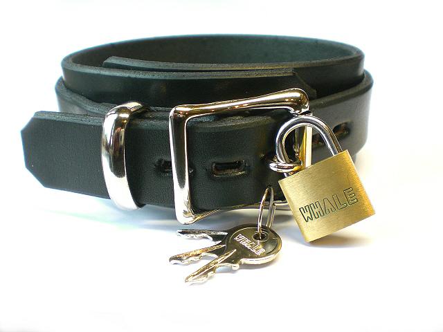 lockable w/padlock - black latigo