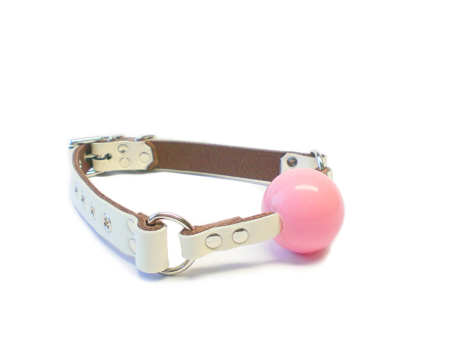 ivory white - baby pink ball