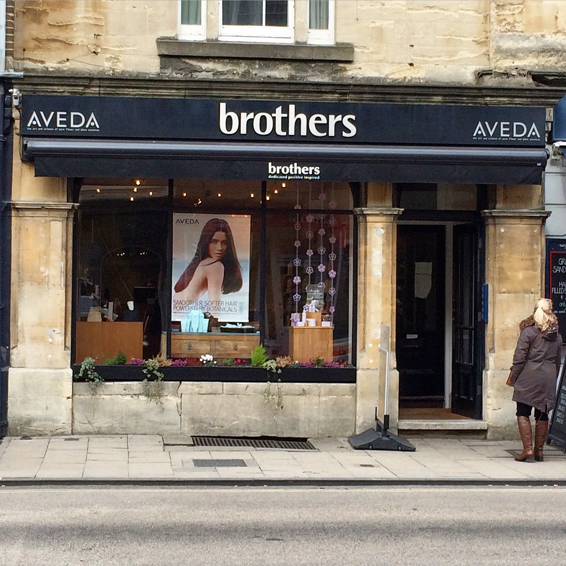 A few weeks after Mothers Day we were in Oxford for the Literary Festival and noticed our garlands were still up in the window!
