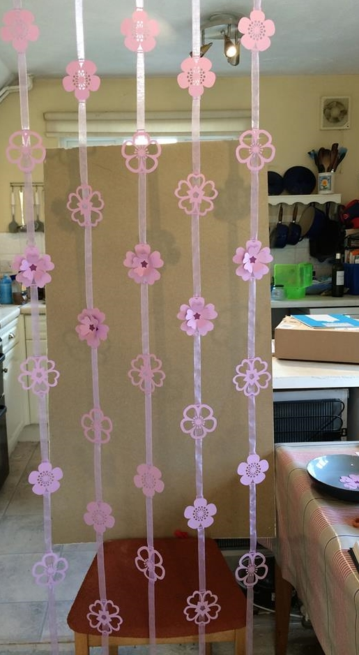 After the kitchen wall came down I used to thread my garlands by pinning them to the celing joists! Not sure how many buiding sites have such pretty decoration!