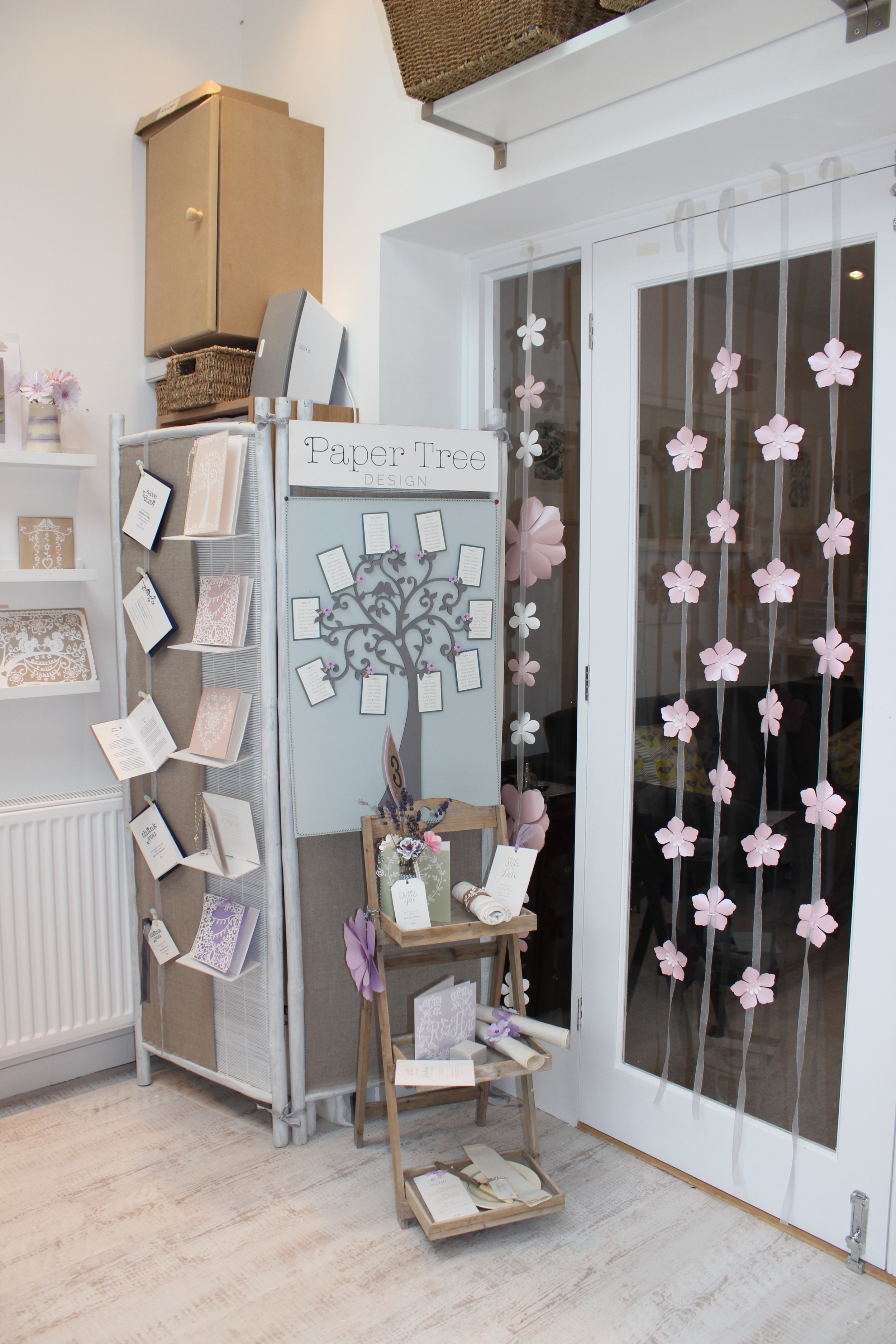 The glass doors are perfect for planning out my hanging decorations and it is so nice to have space for my wedding fair props. The floor also doubles up as one of my photographic backgrounds.