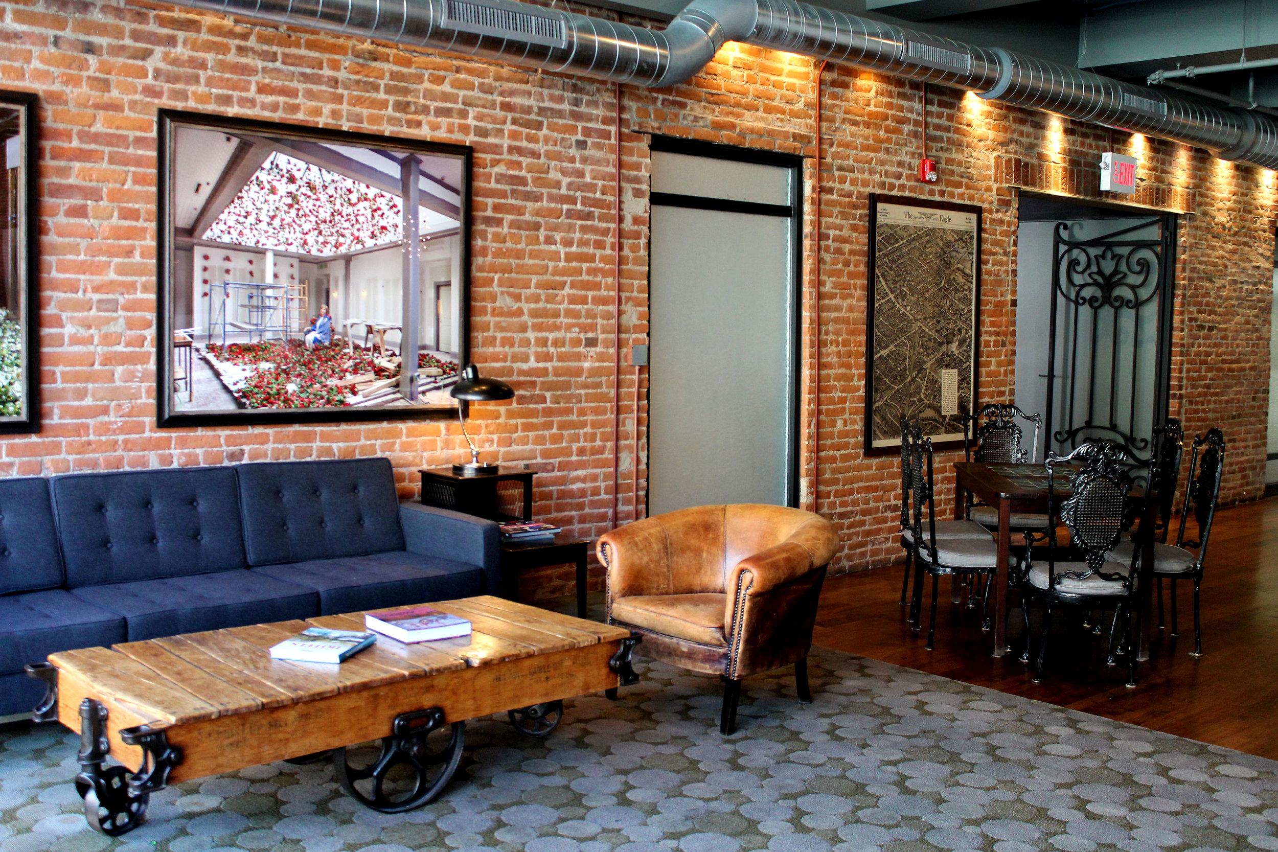 HON Lounge.jpg