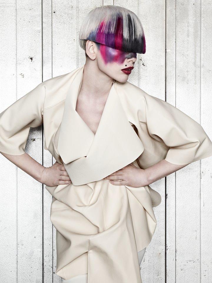 Hår: Roger Persson, Cybtekk    Makeup: Anna K    Styling:  Sidsel Löyche     Kläder: Sonja Jocic    Foto: Sam Lindh  Grafia