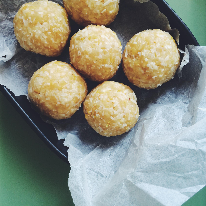 lemon and coconut raw balls