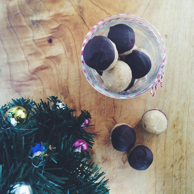 Raw Gingerbread Balls