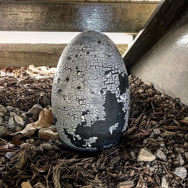 Solar.fizzle.ramp is hidden in a nest on the campus of my old college. Not to get too sentimental, but the smell of the campus - jasmine mixed with sage - brings back a flood of memories and emotions.  #ceramics #hideandseek #pomonacollege #concept #streetart #inlandempire #industrial #clay #eggs #homesweethome
