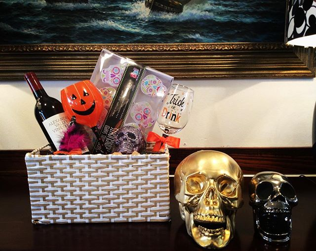 With Halloween around the corner.. Make sure to pick up one of our 'Trick or Drink' gift baskets. 👻🎃 #pearlst #pearlstgeneral #generalstore #lagunabeach #orangecounty #giftbaskets #halloween