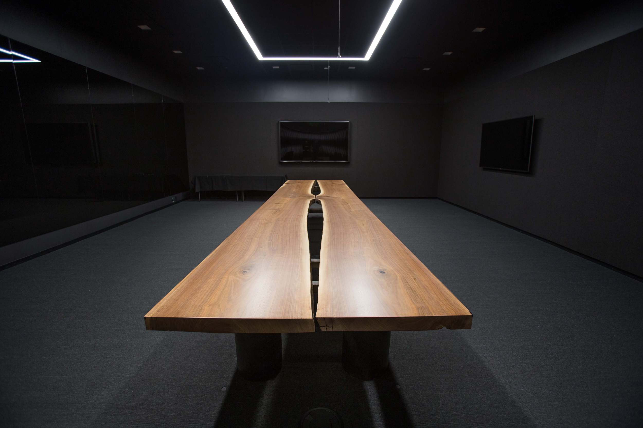 conferencetable2.jpg