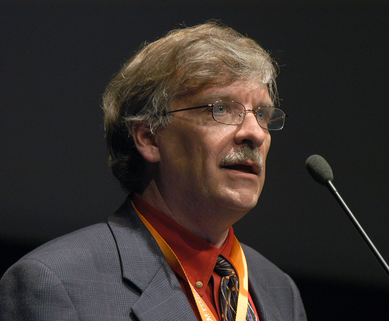 Cofounder Shawn Cowper, MD, addresses the International Society of Magnetic Resonance in Medicine in Berlin in 2007.