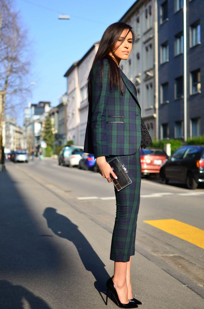 Chic and structured blue/green tartan suit. (Passionality.com)