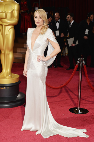 Golden girl Kate Hudson rocked this Atelier Versace number with a removable capelet.