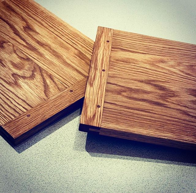 Some gorgeous american white oak chopping boards by Steve. Such nice grain! ___________________ #whiteoak #choppingboard #madeinmelbourne