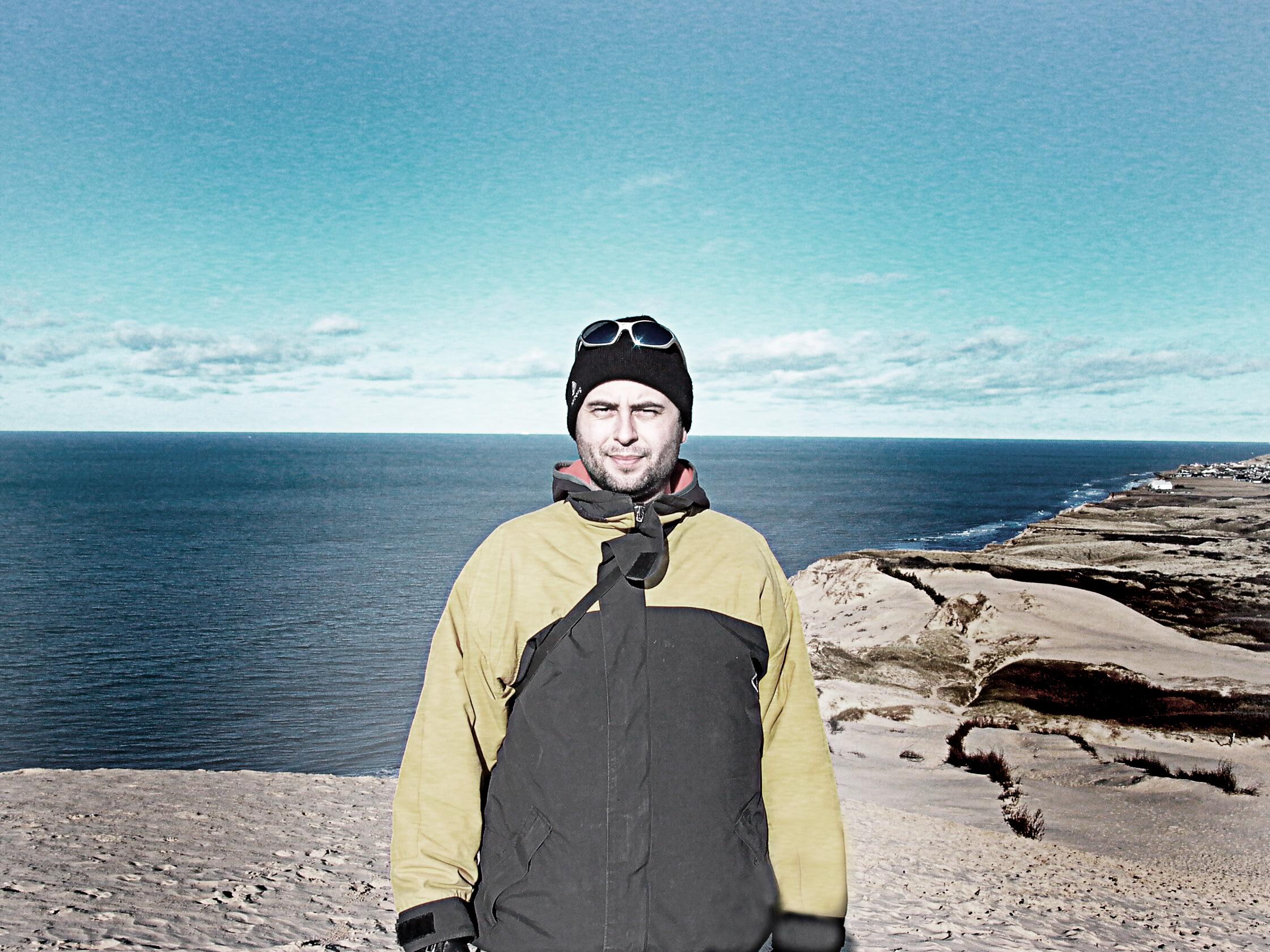 Casper Sølberg (født 1970) er en dansk billedkunstner, designer og surfer. Han startede Vraggods-serien i 2006 efter ca. 20 år som surfer langs Vesterhavet.