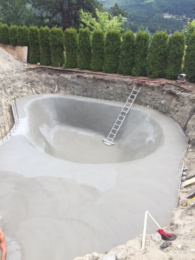 concrete pool handcrafted by R & R Concrete Finishing Ltd BC