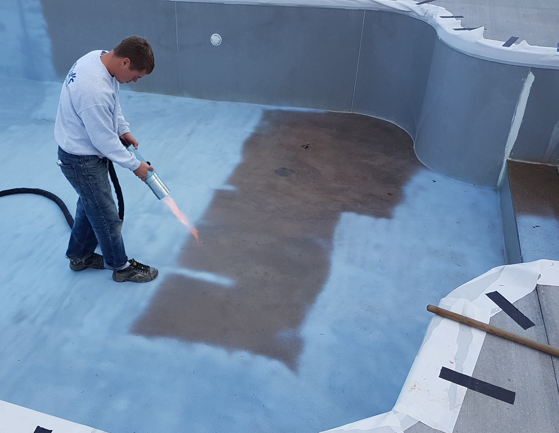 Ontario Pool Coating Installs ecoFinish onto composite walls and concrete base hybrid pool