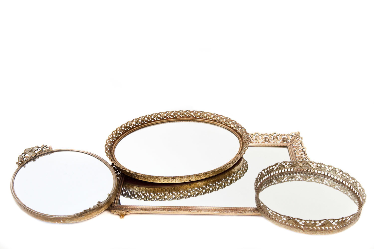 (TR-032) GOLD-EDGED MIRRORED TRAYS