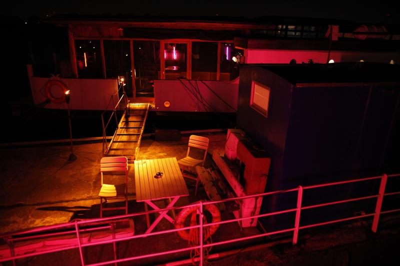 Das Hausboot bei Nacht (© hi-life)