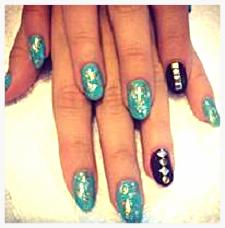 Sarah Hyland Coachella Manicure