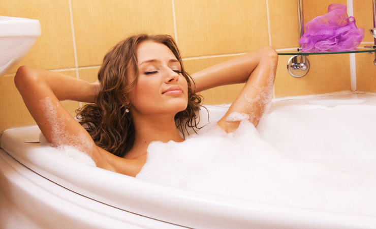 Aromatherapy-for-PMS_woman-bathing.jpg