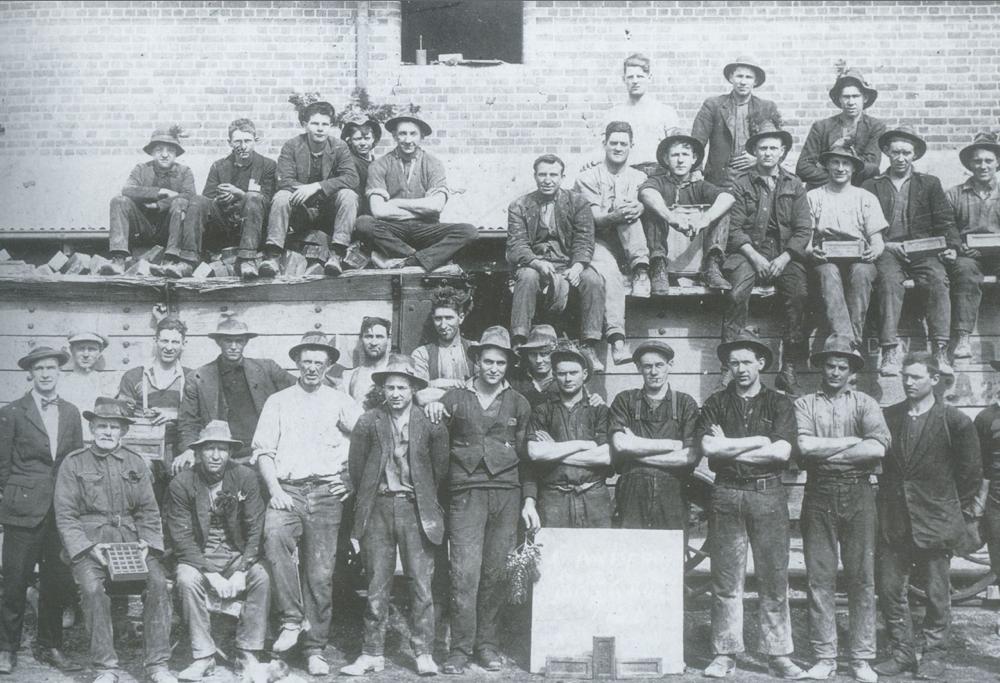 Brickworks workers 1924.jpg