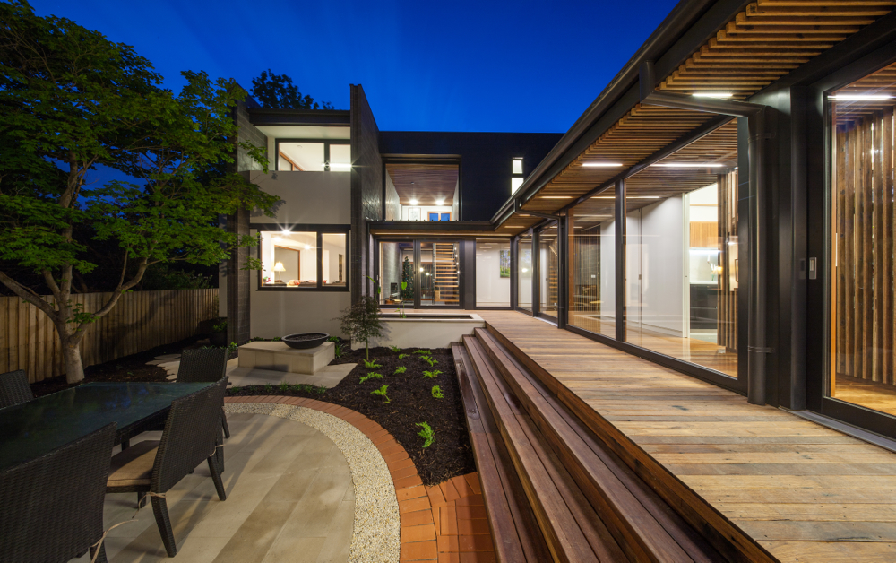 Spotted Gum salvaged from the Bicentenial Baskeball Stadium in Penrith was used in a variety of creative ways on this house build. The ceiling cladding, floor boards and matching decking cleverly join the outdoor and indoor living space.