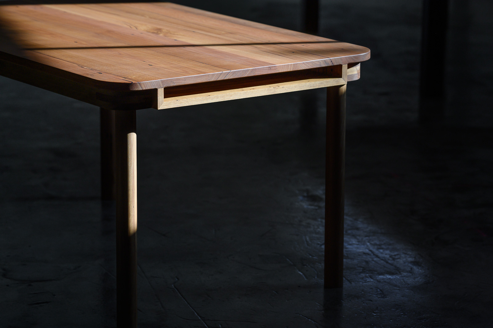 Side profile of the Dowel Leg Table