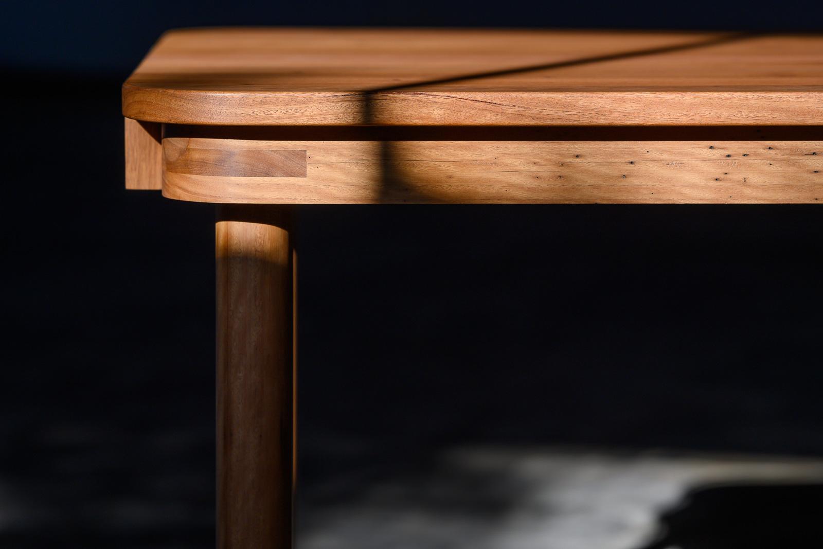 Corner rail detail