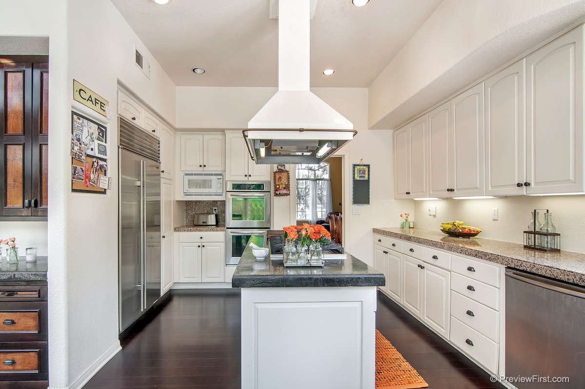 30 - Low Res - Kitchen island straight on bar at left.jpg