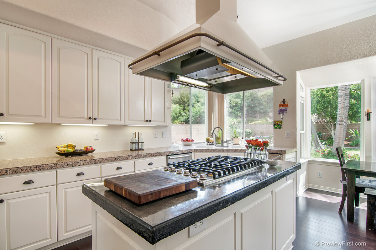 31 - Low Res - Kitchen island at complete angle no orange rug showing.jpg