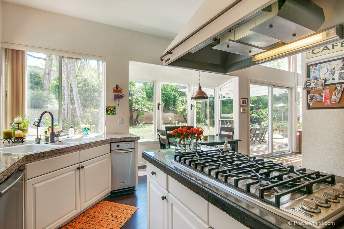 32 - Low Res - Kitchen cooktop at complete angle orange rug to left.jpg