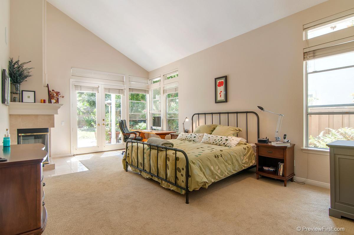 36 - Low Res - Masterbedroom bed middle.jpg