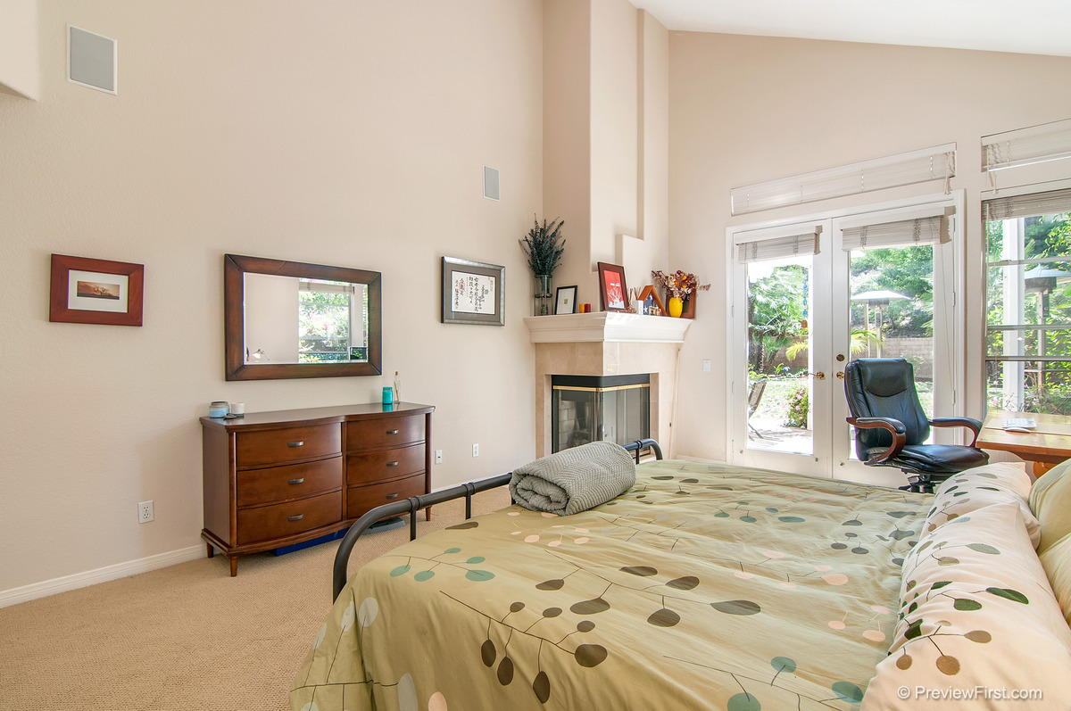 37 - Low Res - Masterbedroom bed on right.jpg