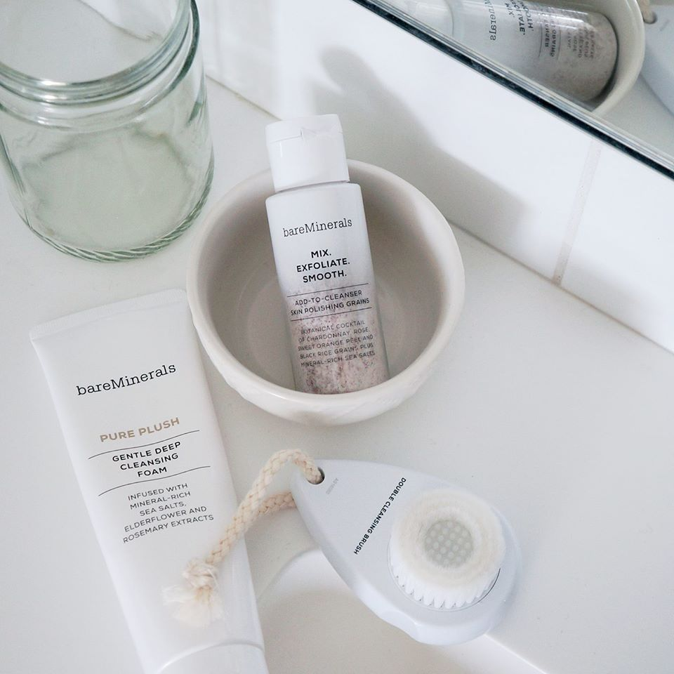 Your skin never had it so clean. Check out this YouTube video to learn about bareMinerals' Double Cleansing Method using our innovative new facial brush, add-to-cleanser skin polishing grains and Pure Plush gentle deep cleansing foam.  http://expi.co/0164nV