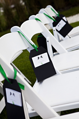 We loved these custom made black pockets that fit a sweet ceremony program. It was perfect for the breezy outdoors and looked great too! For more pics of this wedding, click  here .