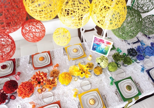 This table scape is so coordinated rigth down to the mini tart on their plates!