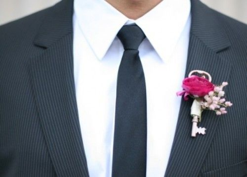 We love the key with this Boutonnière.!