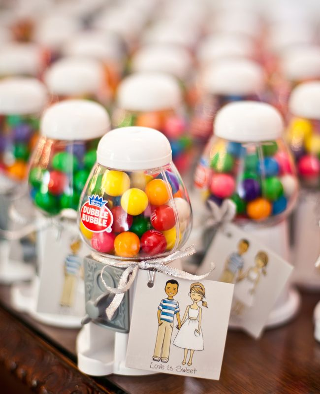 These tiny gumballs machines are totes adorbs! We need to find a bride that wants to do these! LOVE!