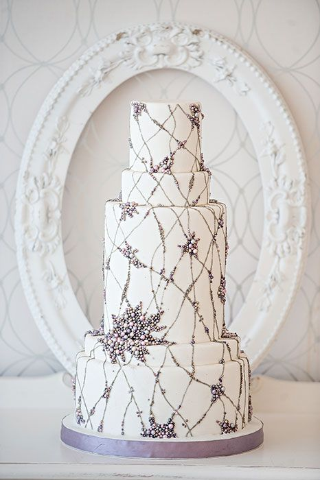 We love this Lilac Wedding Cake inspired by a dress design!