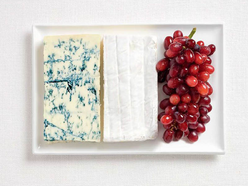 This edible French flag represents delicious bites of France  - grapes (wine), Brie cheese and Roquefort. We think with a little re-engineering this concept this would make a perfect presentation at your cocktail hour!