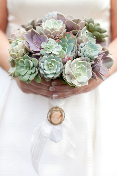 The detailing in this Mint Green succulent bouquet just makes our jaw drop in awe of it's beauty!