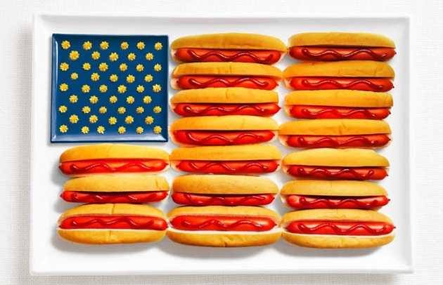 Even though my friend from Chicago would frown at this picture of hot dogs with ketchup, it is a wonderful photo and one we had to include in our American Eats and Sweets for your Wedding!