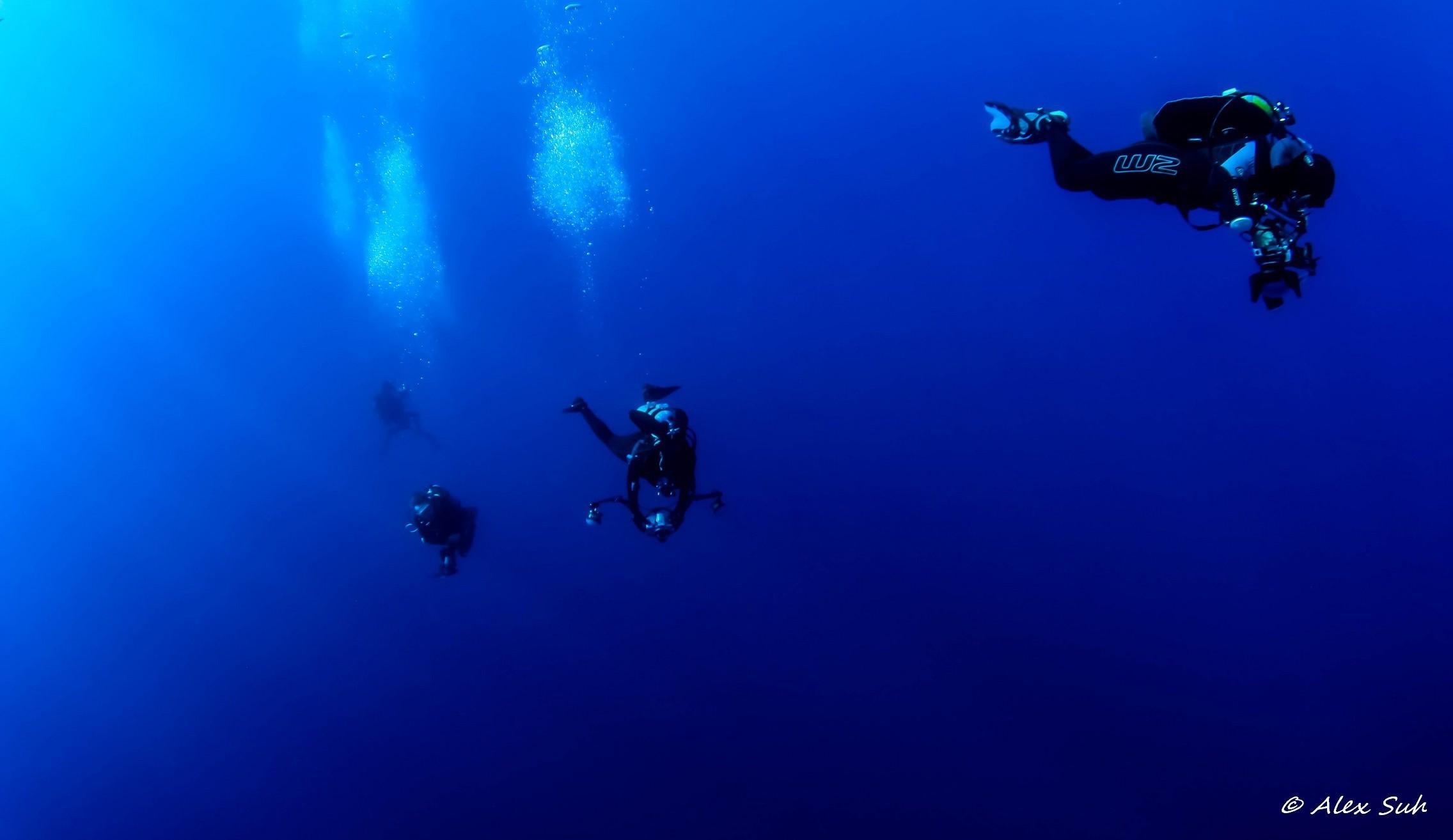 Divers Returning