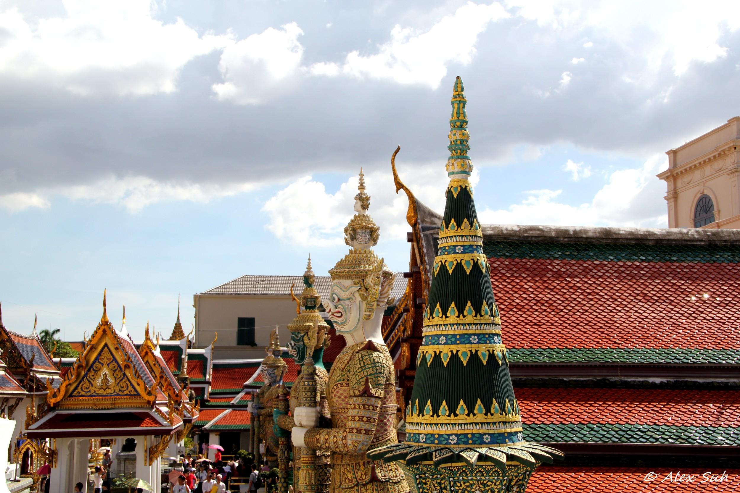 Thai Myth Guards Statue.jpg