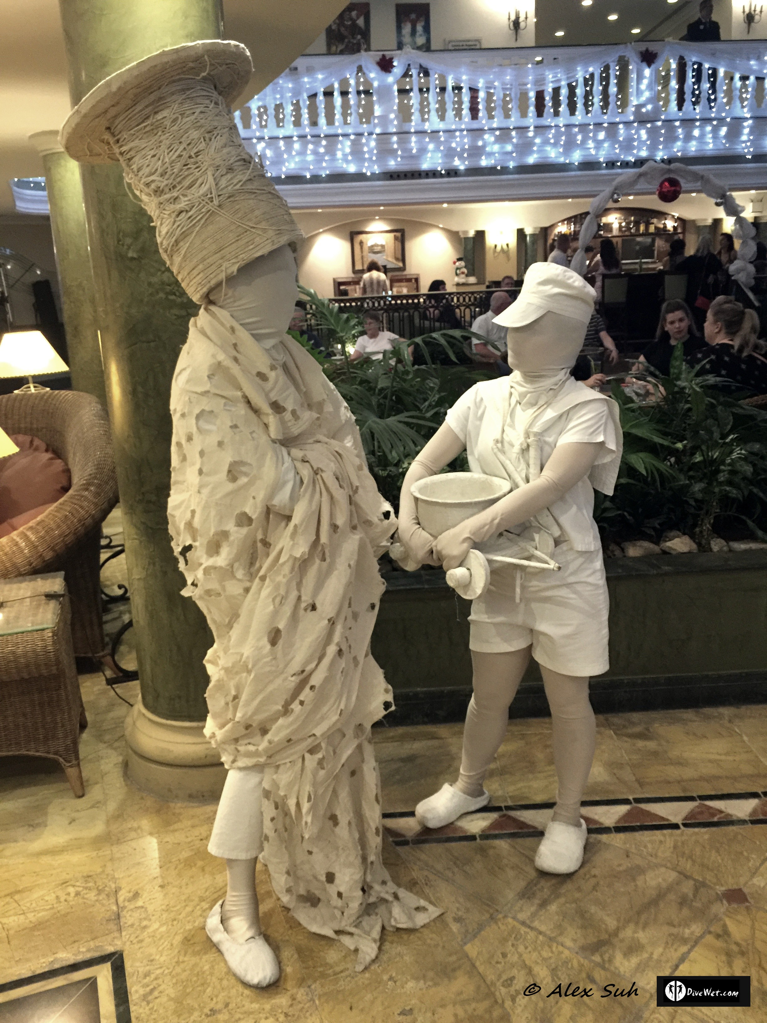 Hotel Parque Central's lobby had these live statues