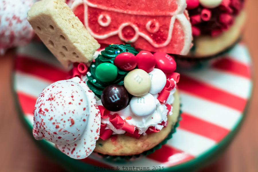 Elf on the Shelf Cupcake & Cocoa Welcome Party  #BakeintheFunElf on the Shelf Cupcake & Cocoa Welcome Party  #BakeintheFun