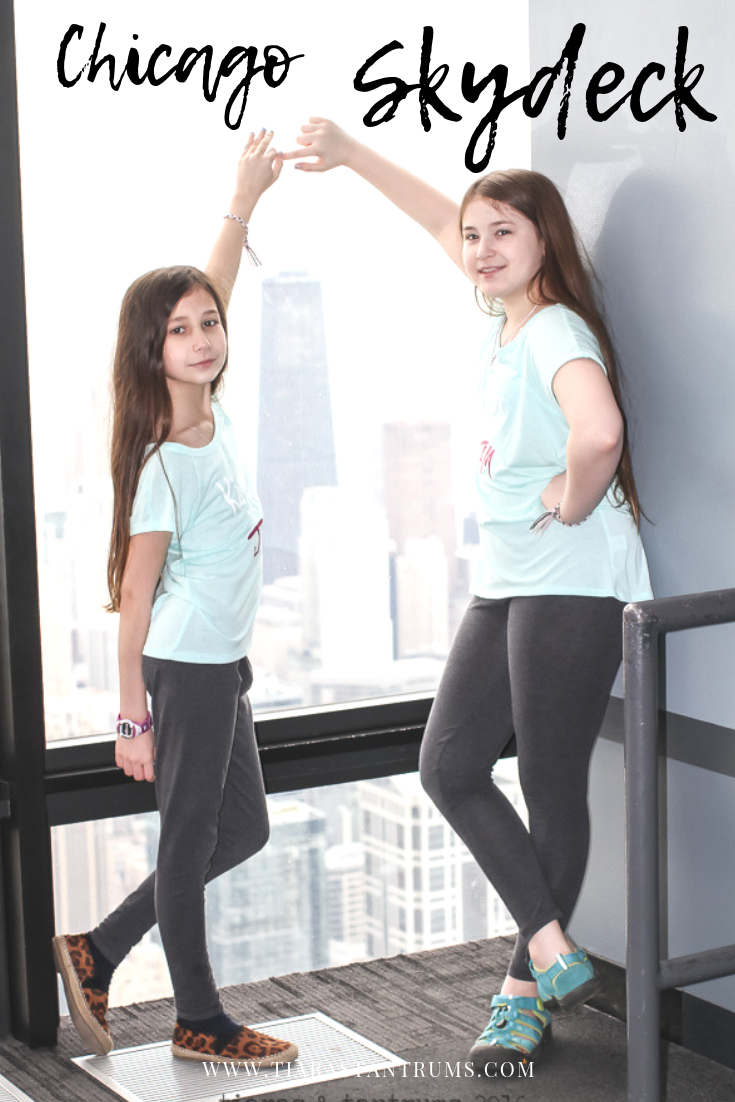 Tweens on The Ledge at SkyDeck Chicago #Chicago #Skydeck #Skydeckchicago #ChicagoSkydeck #Theledge #WillisTower  #Thingstodoinchicago