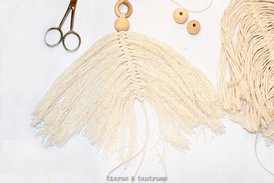 DIY Macrame Feathers #macrame #DIY #MacrameFeathers #DIYFeathers