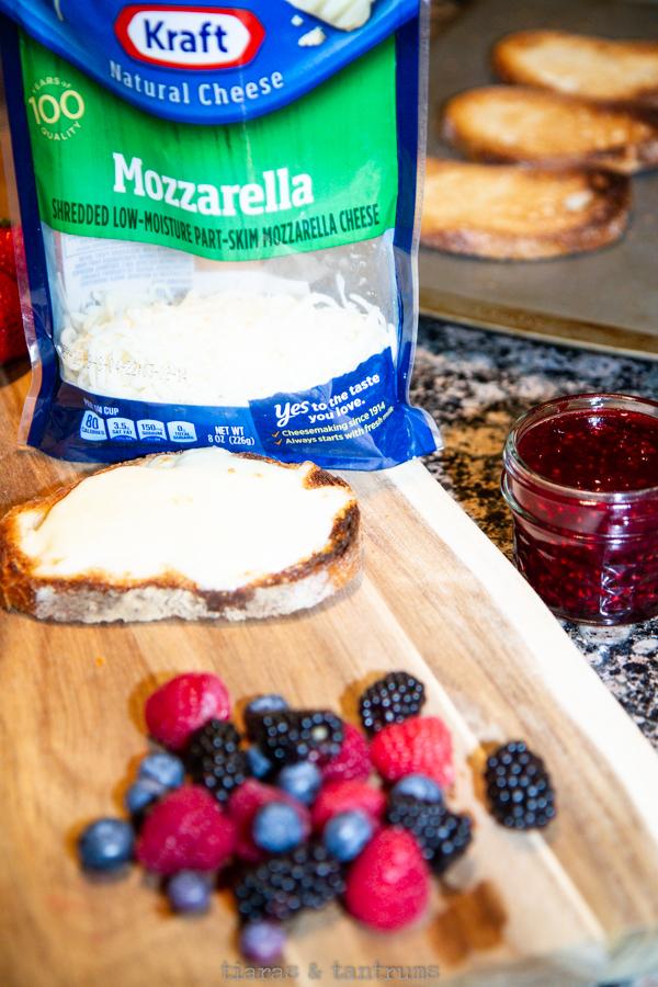 Blueberry Mozzarella Grilled Cheese #grilledcheese #blueberrygrilledcheese  #BlueberryMozzarellaGrilledCheese #mozzarellagrilledcheese